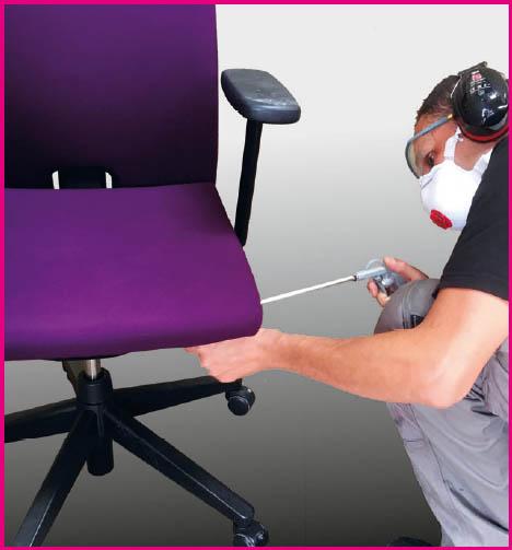Bureaustoelen ontstoffen onder hoge druk